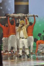 Daler mehndi at Voice of India - Independence day special shoot in R K Studios on 10th Aug 2015 (15)_55c9a5eb9f6b7.JPG