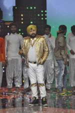 Daler mehndi at Voice of India - Independence day special shoot in R K Studios on 10th Aug 2015 (17)_55c9a5ed58155.JPG