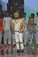Daler mehndi at Voice of India - Independence day special shoot in R K Studios on 10th Aug 2015 (18)_55c9a5ee557ac.JPG