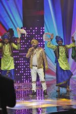 Daler mehndi at Voice of India - Independence day special shoot in R K Studios on 10th Aug 2015 (23)_55c9a5f43167a.JPG