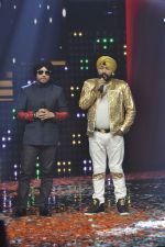 Daler mehndi, Mika Singh at Voice of India - Independence day special shoot in R K Studios on 10th Aug 2015 (36)_55c9a5ffb4193.JPG