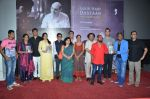 Vinay Pathak, Ranvir, Tannishtha, Kavita Krishnamurthy, L. Subramaniam, Anant, Siddharth at Gour Hari Dastaan book launch in Mumbai  on 10th Aug 2015 (73)_55c9a6c6ade2a.JPG