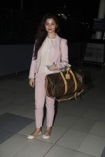 Konkana Bakshi snapped at Airport on 11th Aug 2015 (10)_55caf708ac375.JPG