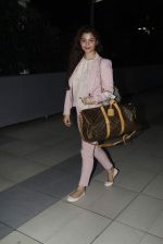 Konkana Bakshi snapped at Airport on 11th Aug 2015 (11)_55caf705e15a8.JPG
