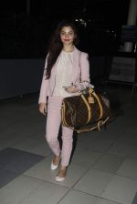 Konkana Bakshi snapped at Airport on 11th Aug 2015 (14)_55caf707f3c37.JPG