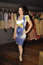 Arzoo Govitrikar at Shyamal Bhumika_s new wedding line launch in Kemp_s Corner on 13th Aug 2015 (113)_55cda7e3841a8.JPG