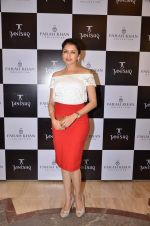 Bhagyashree at Farah Khan Ali_s new collection launch with Tanishq in Andheri, Mumbai on 13th Aug 2015 (318)_55cdac6a7fd16.JPG