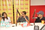 Konkana sen, Vinay Pathak and Anant Mahadevan at Radio Mirchi studio for promotion of their film Gour Hari Dastaan on 13th Aug 2015 (6)_55cd845ba6503.JPG