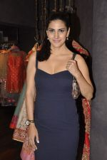 Perizaad Kolah at Shyamal Bhumika_s new wedding line launch in Kemp_s Corner on 13th Aug 2015 (58)_55cda9232c943.JPG