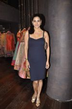 Perizaad Kolah at Shyamal Bhumika_s new wedding line launch in Kemp_s Corner on 13th Aug 2015 (62)_55cda9180ad73.JPG