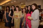 Zarine Khan, Poonam Dhillon at Farah Khan Ali_s new collection launch with Tanishq in Andheri, Mumbai on 13th Aug 2015 (229)_55cdad5a3a421.JPG