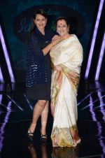 Sonakshi Sinha, Poonam Sinha at the Promotion of Phantom on the sets of Indian Idol Junior 2015 in Mumbai on 16th Aug 2015 (13)_55d185a42cbc9.JPG