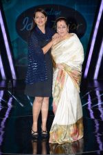 Sonakshi Sinha, Poonam Sinha at the Promotion of Phantom on the sets of Indian Idol Junior 2015 in Mumbai on 16th Aug 2015