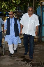 Boney Kapoor at Shraddha Kapoor_s grandfather_s prayer meet in Juhu, Mumbai on 18th Aug 2015 (98)_55d71f791dfbf.JPG