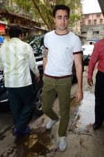 Imran Khan on the sets of Red FM in lower Parel on 18th Aug 2015 (5)_55d71e757277d.JPG