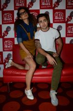Imran Khan, Kangana Ranaut on the sets of Red FM in lower Parel on 18th Aug 2015 (1)_55d71e7c95d28.JPG
