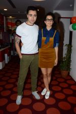 Imran Khan, Kangana Ranaut on the sets of Red FM in lower Parel on 18th Aug 2015 (43)_55d71e7d4c1df.JPG