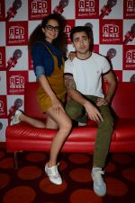 Imran Khan, Kangana Ranaut on the sets of Red FM in lower Parel on 18th Aug 2015 (52)_55d71e7fe03f4.JPG