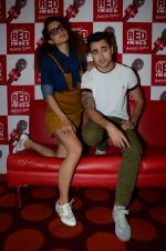 Imran Khan, Kangana Ranaut on the sets of Red FM in lower Parel on 18th Aug 2015 (56)_55d71e8148d64.JPG
