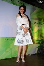 Sonali Bendre at Oriflame event in Blue Frog on 20th Aug 2015 (16)_55d73b7028077.JPG