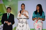 Sonali Bendre at Oriflame event in Blue Frog on 20th Aug 2015 (23)_55d73b7575887.JPG