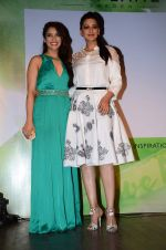 Sonali Bendre, Rashmi Nigam at Oriflame event in Blue Frog on 20th Aug 2015