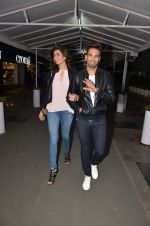 Upen Patel and Karisma Tanna snapped as they watch All is Well in PVR on 20th Aug 2015 (9)_55d73b0b0e996.JPG