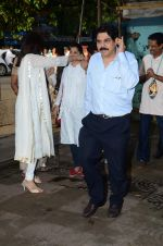 at Shraddha Kapoor_s grandfather_s prayer meet in Juhu, Mumbai on 18th Aug 2015 (109)_55d71fad6b712.JPG