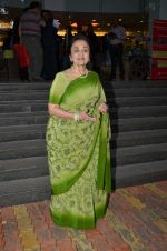 Asha Parekh at book launch in Bandra, Mumbai on 23rd Aug 2015 (13)_55dabc1e5024a.JPG