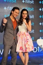Tiger Shroff and Shraddha Kapoor in Delhi for fitbit launch in Mumbai on 25th Aug 2015 (12)_55dd7ec2f11a5.jpg