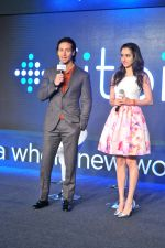 Tiger Shroff and Shraddha Kapoor in Delhi for fitbit launch in Mumbai on 25th Aug 2015 (2)_55dd7ebc0f52e.jpg