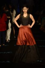 Mouni Roy at Payal Singhal Show on day 1 of LIFW on 26th Aug 2015