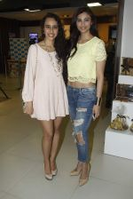 Daisy Shah at the launch of Namrata Purohit_s book in Mumbai on 28th Aug 2015 (15)_55e198df1dc2f.JPG