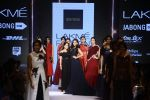 Esha Gupta walks for Ridhi Mehra Show at LIFW Day 5 on 29th Aug 2015  (86)_55e3097d974bb.JPG