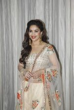 Madhuri Dixit at vivek oberoi_s charity event in Mumbai on 29th Aug 2015 (89)_55e30a0cecb88.JPG