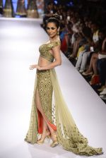 Malaika Arora Khan walks for Arpita Mehta Show at LIFW Day 5 on 29th Aug 2015