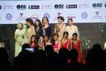 Nita Ambani, Mary Kom, Madhuri Dixit at vivek oberoi_s charity event in Mumbai on 29th Aug 2015 (76)_55e30c55cca5a.JPG