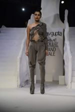Model walk the ramp for gaurav gupta Show at the grand finale of Lakme Fashion Week on 30th Aug 2015 (1631)_55e40358ca7dc.JPG