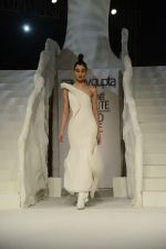 Model walk the ramp for gaurav gupta Show at the grand finale of Lakme Fashion Week on 30th Aug 2015 (1942)_55e4043e9eb7b.JPG