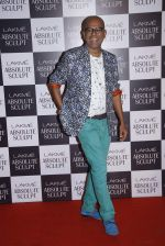 Narendra Kumar Ahmed at the grand finale of Lakme Fashion Week 2015 on 30th Aug 2015 (117)_55e406d41a230.JPG