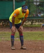 Ranbir Kapoor snapped at soccer match in Mumbai on 30th Aug 2015 (23)_55e401470c42b.JPG