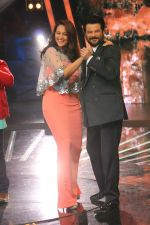 Sonakshi Sinha, Anil Kapoor on Indian Idol Location on 31st Aug 2015
