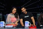 Sonakshi Sinha, John Abraham on Indian Idol Location on 31st Aug 2015