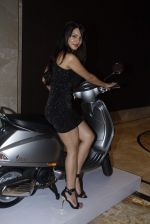 Aanchal Kumar at vespa bash hosted by Umesh Jivnani in Palladium on 1st Sept 2015 (61)_55e700ca39c66.JPG