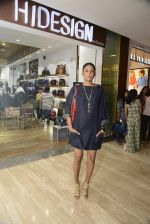 Carol Gracias at Hidesign store for Vogue Fashion Night Out on 2nd Sept 2015 (11)_55e7fb08e1f78.JPG