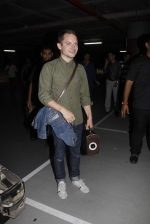 Elijah Wood arrives in Mumbai to visit India and DJ on 2nd Sept 2015 (20)_55e7f970b7a87.JPG