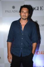 Homi Adajania at Fashion_s Night Out 2015 by Vogue in Palladium on 2nd Sept 2015 (49)_55e7fce83968a.JPG