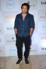 Homi Adajania at Fashion_s Night Out 2015 by Vogue in Palladium on 2nd Sept 2015 (47)_55e7fce6c426c.JPG