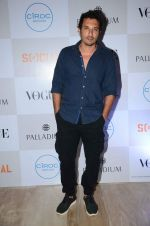 Homi Adajania at Fashion_s Night Out 2015 by Vogue in Palladium on 2nd Sept 2015 (48)_55e7fce77f044.JPG