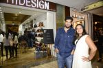 Kunaal Roy Kapoor at Hidesign store for Vogue Fashion Night Out on 2nd Sept 2015 (18)_55e7fb13bfd63.JPG
